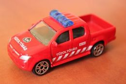 Toyota hilux 2005 model trucks 2a0bbd30 d469 4668 9e78 5ff52f214d0d medium