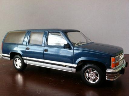 Chevrolet Suburban 1500 | Model Trucks | hobbyDB