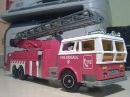 Majoteams rescuers ward la france ambassador 1970 aerial ladder model trucks 23e3ce96 c200 48f8 94ad 9c9eb48673ea medium