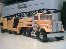 Majoteams builders white road boss ii mobile crane model trucks c8d28da1 86a4 48e4 981f 20cea0fe6e71 medium