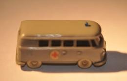VW Bus T1 Rotkreuz | Model Trucks | Caption Text