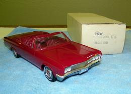 Amt 1966 chevrolet impala super sport convertible promo model car  model cars f5d0d141 7163 4a00 92d1 25f26f7390ce medium