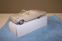 Amt galaxie 500 xl 1963 ford galaxie 500 xl convertible promo model car  model cars 926c3231 7ab7 4eae 94ed 23b8189c9a0d medium