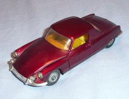 Corgi toys citro%25c3%25abn ds 19 coup%25c3%25a9 %2522le dandy%2522  chapron model cars dbc6aef9 4a9f 44cb 9f10 222b6120718d medium