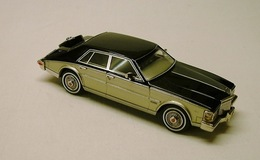 Midlantic cadillac elegante black over gold medium