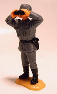 WWII German Officer Watching Through Binocular | Figures & Toy Soldiers