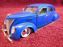 Arko products 1936 lincoln zephyr 4 door sedan model cars 619ed6c9 8ec3 436a 9583 6f6c6cd5148e medium