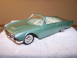Amt 1961 ford thunderbird convertible promo model car model cars 68fd6d0a 79b8 4d9f a8d0 3c99279027cb medium