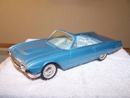 Amt 1961 ford thunderbird convertible promo model car model cars 8f934cb2 9798 4030 9a91 99870bdd2294 medium