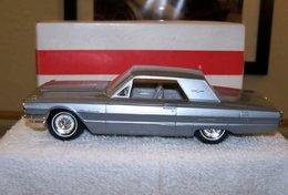 Amt 1964 ford thunderbird hardtop promo model car model cars d87a2e82 5b0d 4eb8 9ad1 0e10bfca04d9 medium