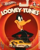 Hot wheels pop culture%252c looney tunes%252c real riders custom %252769 volkswagen squareback model cars 89020806 6056 4bb2 8af9 a8be838435d4 medium