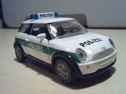 Siku super serie mini 2001 cooper polizei model cars e692bd73 dc7e 4c8e 843b 6e054efed1a8 medium
