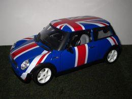 Bburago 1%253a24 kit collezione mini 2001 cooper model cars 77edf73c e1ce 4bcb ba1c e5ebadbcb90b medium