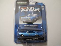 Greenlight hot pursuit ford galaxie 1965 westwood police model cars d838c4d5 9b51 43f4 af0b 0949527fe3f6 medium