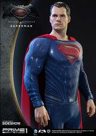 Superman Statue    Action Figures