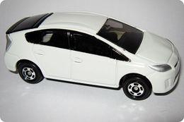 Tomica regular toyota prius model cars 025bec02 fda7 47ae 8bf9 4089357ddb00 medium