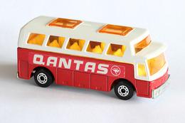 Matchbox 1 75 series airport coach model cars d2df7322 6ef4 4aa8 82d1 2756c5f86b01 medium