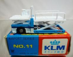 Container Lift | Model Trucks