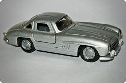 Siku v series mercedes benz 300sl gullwing model cars aa8aa3d5 84b5 4d9c 8f47 904076e97f14 medium