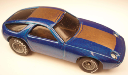 Porsche 928 model cars 2c8d2ea8 2e24 45c4 9a31 1c7e45be5803 medium