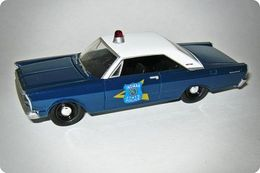 Greenlight hot pursuit ford 1965 galaxie indiana state police model cars 62fe4809 b144 450e b8e3 0c56cde4b40e medium
