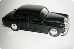 Grell mercedes benz 180 model cars 91d392c3 f9a8 4f75 a6f9 6d2533da1c5e medium