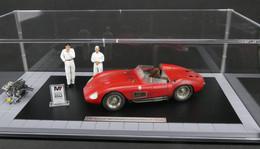 Maserati 300S with Engine, 2 Figurines, Miniature Award, and Showcase | Dioramas
