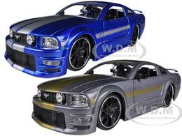 2006 Ford Mustang 2 Car Set | Model Vehicle Sets