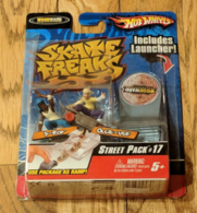 Skate freaks street pack %252317 figure and toy soldier sets 055ad80a 95a0 4114 9248 e0755eb6b686 medium