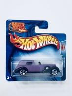 1935 cadillac model cars 700b41b3 36b7 4598 bd6d 482175bf80b9 medium