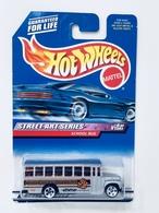School bus    model buses 0d05f609 1d86 43c6 ba49 aac88969e165 medium