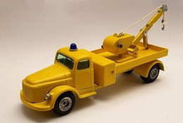 Volvo tow truck   sweden model trucks b6c889f9 57b8 4907 8ef2 69ee68e3581d medium