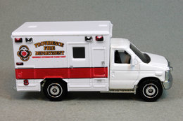 Ford e 350 ambulance model trucks 8a5c6916 2b95 45eb bbd6 c5bcf8a0246a medium