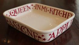 Red Starry Toast Medium Baker for Neff - Emma Bridgewater   Ceramics   Red Starry Toast Medium Baker