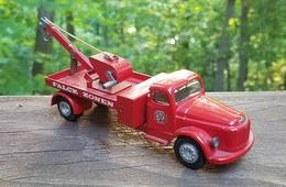 Volvo tow truck   falck zonen model trucks c854dd69 0b28 4b5e be00 39997bb88ece medium