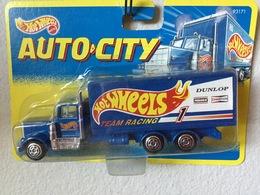 Box truck model trucks 35722fa6 d855 4435 a983 eb6c3da66792 medium