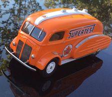 1937 white c.o.e. oil tanker streamliner model trucks 1b947f96 2499 489f 8af2 430999389d93 medium