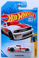 '07 Ford Mustang | Model Cars | HW 2018 - Collector # 289/365 - Checkmate 3/9 - '07 Ford Mustang - White - USA 50th Card