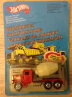 Peterbilt cement mixer model trucks fa38edc4 51c3 4276 be2b 624151dc40e8 medium