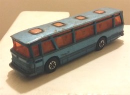 Viceroy 37 coach model buses 307fd3d5 accc 47de b401 01a5b76716a0 medium