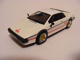Universal hobbies james bond car collection lotus %252781%2527 esprit turbo coupe model cars 0f0ff622 de2d 451b a569 723e200c3be3 medium