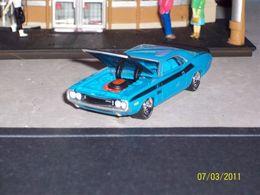 Greenlight auction block dodge %252770 challenger t%252fa model cars e0d33d03 0c8e 44ed a41a 1386d196b30b medium