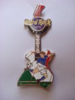 Soccer player guitar   italy pins and badges 01f36332 128a 4f74 9a3f df9852c74466 medium