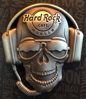 3D Skull with headphones | Pins & Badges