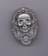 Skull and Guitars | Pins & Badges