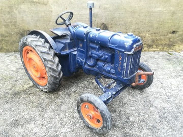 Chad Valley Fordson Tractor    Tinplate & Pressed Steel Toys   1952 Chad Valley clockwork Fordson Major E27N