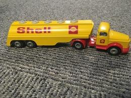 Volvo shell tanker model trucks cee0f182 4cc7 4736 8823 ee667216ad5b medium