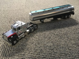 Sunoco tanker model trucks d3d1af78 2974 4476 a1b5 0b13bf155f40 medium