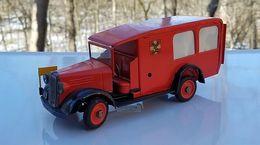 Falck ambulance model trucks f1939962 e68b 4e43 a19c c9f533346f6a medium
