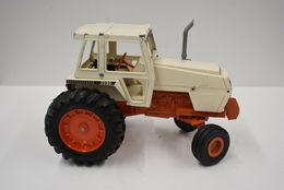 Ertl tractor with cab   case 2590  model farm vehicles and equipment d8f0a9b7 eb4b 43d1 8aa2 361de435959f medium